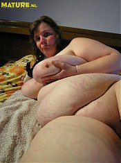 Thats one huge mature slut with some giant knockers!