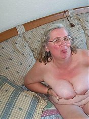 Amateur Mature Housewives & Milfs.100% Real Amateur Sex!
