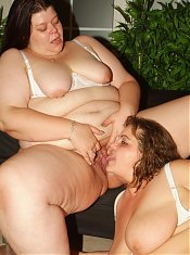 Mindy and Louise are chunky matures enjoying a nice lesbian encounter during a live cam show